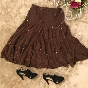 Dresses & Skirts - Vintage full skirt with lightly brown sequenced 💜